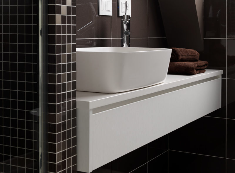 Mobile bagno in legno laccato bianco liscio