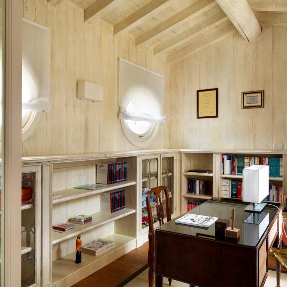 Appartamento a Brescia con studio in legno di rovere, su misura