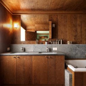 Bagno in legno con piano in pietra a St. Moritz.