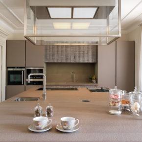 Cucina su misura in rovere segato.