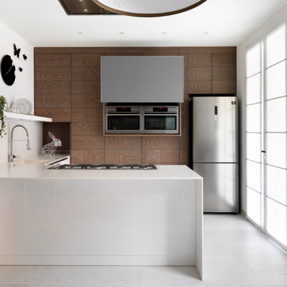Cucina moderna in legno rovere scuro