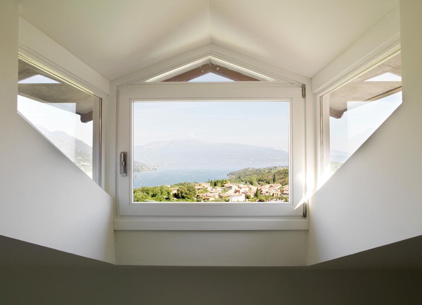 Finestra su misura in abitazione su Lago di Garda (Brescia)