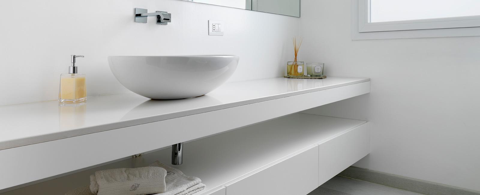 Mobili bagno in legno su misura falegnameria maestri for Mobili bagno su misura online