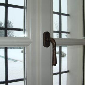 Particolare finestra con profilo lombardo e fuseruoli