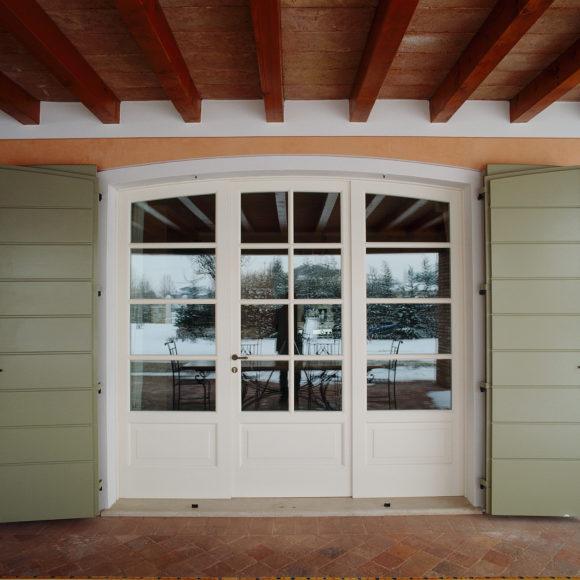 Porta finestra in legno profilo lombardo
