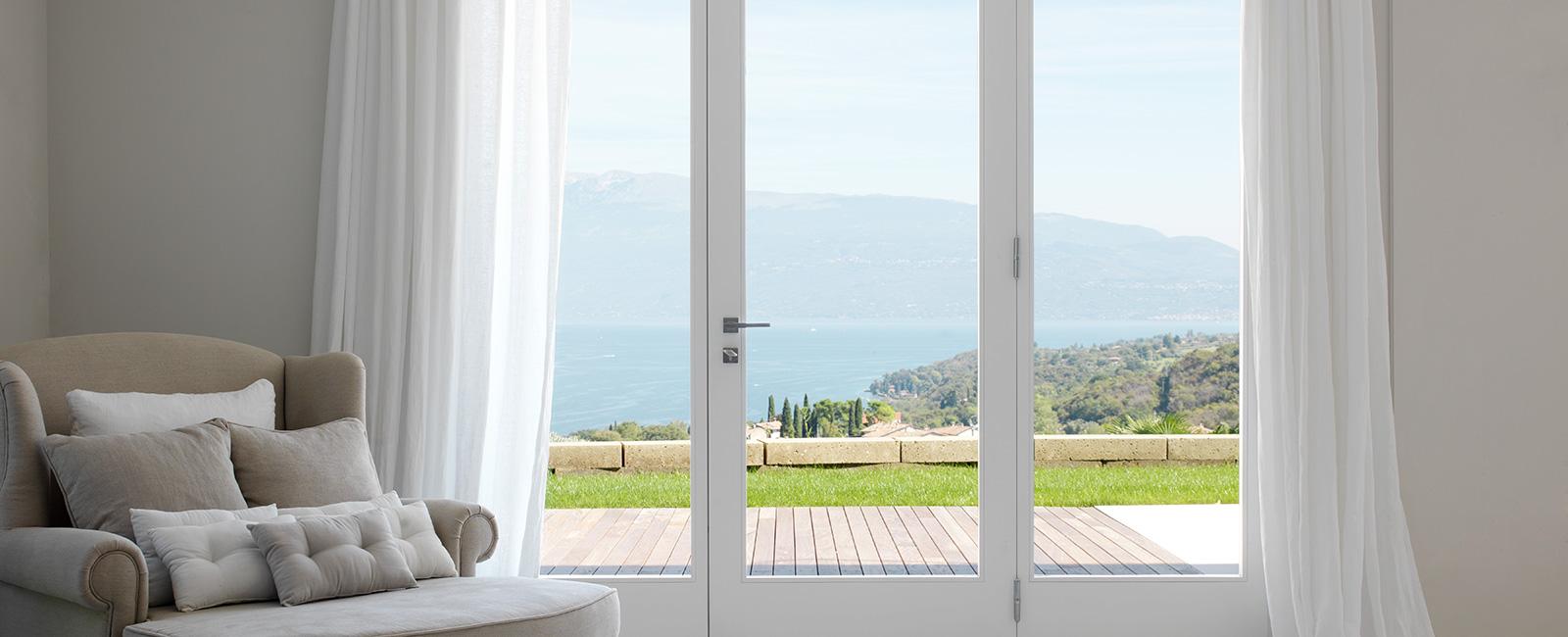 Finestre e porte finestre in legno su misura falegnameria maestri - Porte e finestre vicenza ...