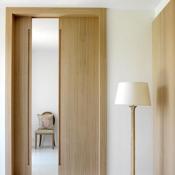 Porta in legno di rovere realizzata su misura (Brescia)