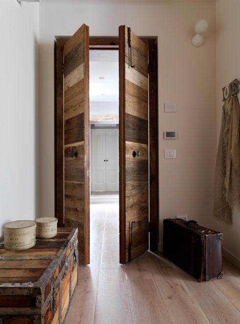 Serramenti su misura - Porta in legno invecchiato